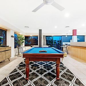 Broadbeach Waters 7 Bedroom Home With Pool - Qstay photos Exterior