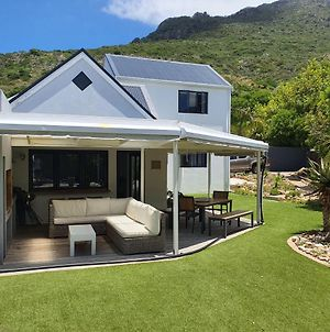Modern Home With Pool In Gorgeous Hout Bay photos Exterior