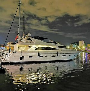 Rent Luxury Motor Yacht photos Exterior