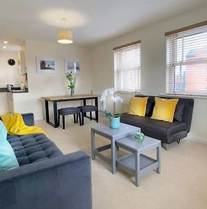 Smart, New, 2 Bed, Central Windsor Flat W/Parking photos Exterior