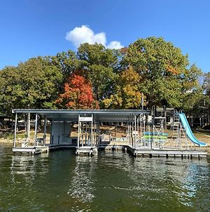 Amazing Vacation Home, Water Toys, Covered Dock & Ramp On Location, 14 Guests photos Exterior