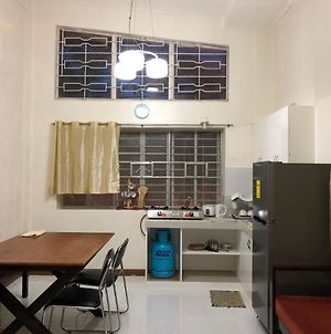 Makati Rooms And Apartments - A/C, Wi-Fi, Full Kitchen photos Exterior