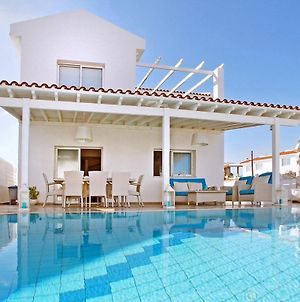 Villa In Paralimni Sleeps 6 With Pool And Air Con photos Exterior