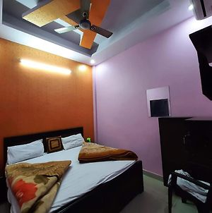 Quizz Hotel @ 01 Min Walk In From Ghaziabad Railway Station photos Exterior