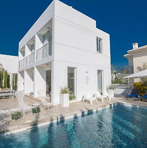 Villa In Paralimni Sleeps 6 Includes Swimming Pool And Air Con 9 photos Exterior