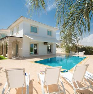 Villa In Paralimni Sleeps 6 Includes Swimming Pool And Air Con 4 photos Exterior