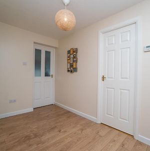 Beautiful 2 Bed Apartment, Sleeps 5 With Free Parking And Netflix photos Exterior