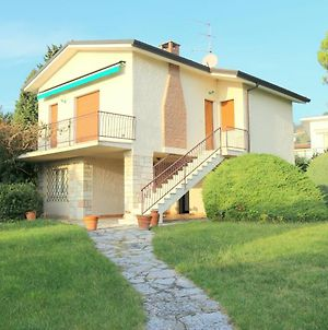 Holiday Apartment With Large Garden And Lake View, Swimming Pool At 200M. photos Exterior