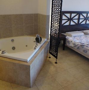 Beautiful 1St-Line Seaview Serviced Appartement In 4* The Cliff photos Exterior