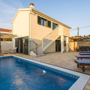 Poolincluded Villa Ive photos Exterior