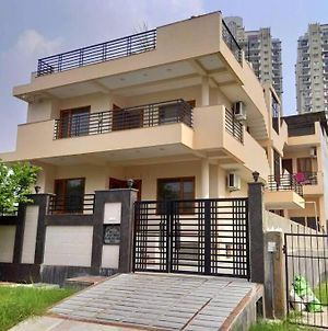 8-Bhk Guest Houses In Noida photos Exterior