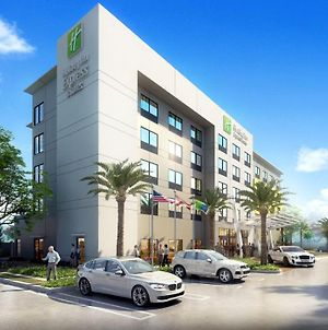 Holiday Inn Express Doral Miami, An Ihg Hotel photos Exterior