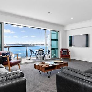 Waterfront Deluxe Apartment - Luxury At It'S Finest! photos Exterior