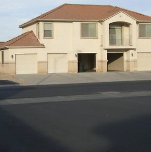 Mesquite Nevada Vacation Rental - Ground Level And Double Car Garage photos Exterior