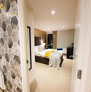 Fru Luxury Stays Serviced Accommodation *World Explorer* - Manchester 2 Bedroom Apartment, Sleeps 4. Gated Allocated Parking photos Exterior