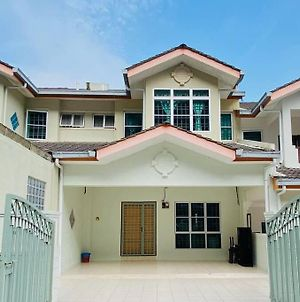 Lily Vacation Home At Cameron Highlands - 13 Pax,Free Wifi W Carporch photos Exterior