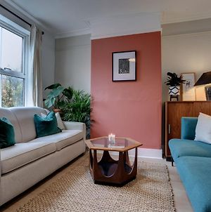 Ideal For Contractors Discounted Longer Stays Designer City Centre Home With Free Parking photos Exterior