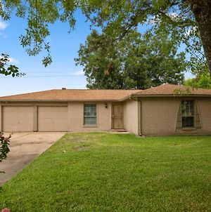 Warm & Welcoming - Entire Home - King Bed - Minutes From Downtown photos Exterior