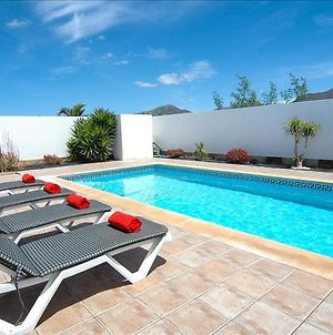 Villa In Playa Blanca Sleeps 4 Includes Swimming Pool Air Con And Wifi 2 photos Exterior