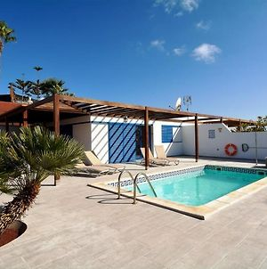 Villa In Playa Blanca Sleeps 4 Includes Swimming Pool And Wifi 7 photos Exterior