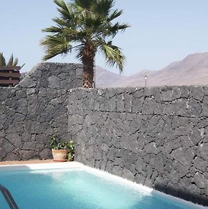 Villa In Playa Blanca Sleeps 6 Includes Swimming Pool Air Con And Wifi 1 photos Exterior