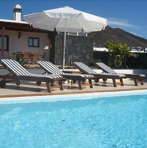 Villa In Playa Blanca Sleeps 4 Includes Swimming Pool And Wifi 8 photos Exterior