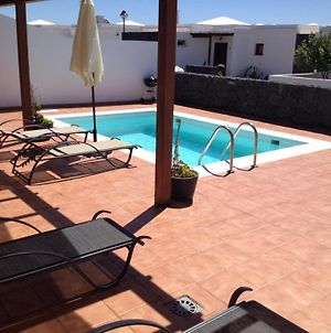 Villa In Playa Blanca Sleeps 6 Includes Swimming Pool And Wifi photos Exterior