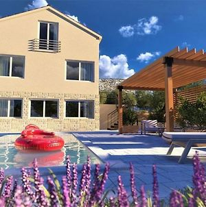 Poolincluded Holiday Home Tare photos Exterior