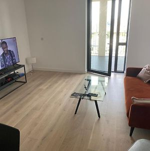 Remarkable 1-Bed Apartment In London Royal Wharf photos Exterior