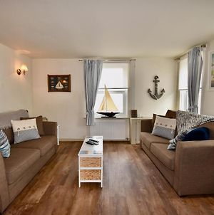 Boat House Sleeps 4 In The Centre Of The Sailing Mecca Of Cowes photos Exterior