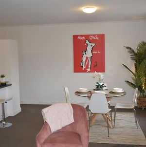 Spacious Apartment In The Heart Of St Kilda With Parking photos Exterior