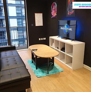 80S Retro 1 Bedroom Serviced Apartment Canary Wharf Perfect For Corporate Business Families & Leisure Guests photos Exterior