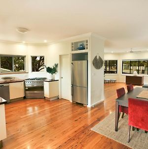 River Breeze 60 Wooli Street Yamba. Linen - Unlimited Wi-Fi Just Listed. photos Exterior