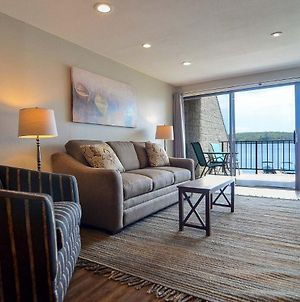 202B - Lakefront King Bed Condo, Sleeps 4, Recently Renovated! photos Exterior