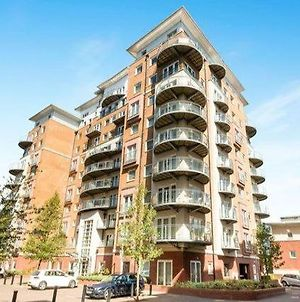 Basingstoke Spectacular 1 Bedroom Apartment photos Exterior