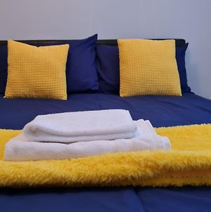 J Spacious 5 Bed Sleeps 9 Long Stays Workers & Families By Your Night Inn Group photos Exterior