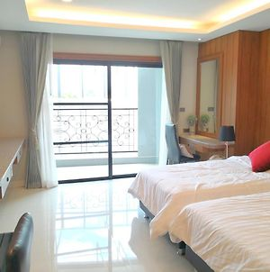 Private Wooden Style Studio Room In City Area photos Exterior