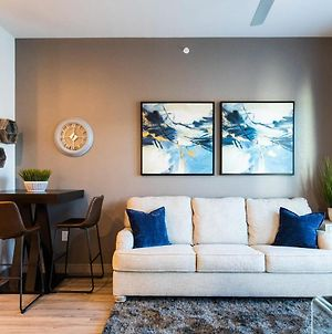1Br Apartment With Parking & 5 Min To Love Field By Mintliving photos Exterior
