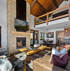 Lake Front Escape - Jacuzzi, Steps To Lake Estes, Indoor/Outdoor Fireplace photos Exterior