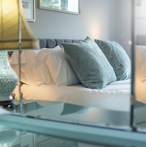 Pass The Keys New Stylish & Elegant 2 Bed Apartment In The City! photos Exterior