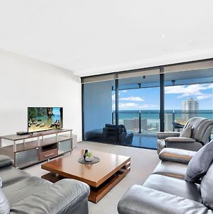 Circle On Cavill - 1 Bedroom + Study Ocean View Family Apartment - Can Sleep Up To 5! photos Exterior