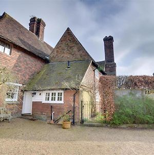 Antique Holiday Home In Sissinghurst Kent With Private Parking photos Room