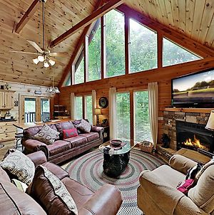 The Bear Essentials Getaway With Hot Tub Cabin photos Exterior