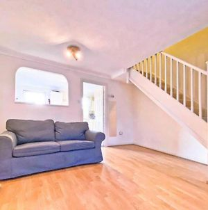 Terraced Spacious House With 2 Parking And 2 Bed photos Exterior