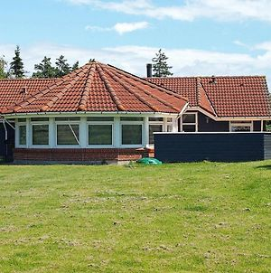 Five-Bedroom Holiday Home In Humble 2 photos Exterior