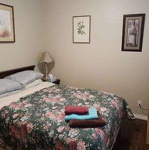 Queen Bedroom With Shared Bathroom & Full Kitchen - D-3 photos Exterior