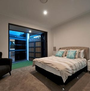 Luxury Family Oasis In Surfers Paradise photos Exterior