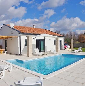 Brand New Villa With Private Pool On Peaceful Location photos Exterior