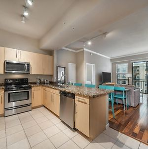 2Br Uptown Suite With Pool, Gym & Fast Wi-Fi By Envitae photos Exterior