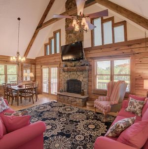 Luxurious Equestrian Log Cabin 4 Miles To Tiec photos Exterior